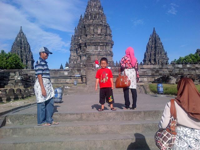 prambanan terletak di dua wilayah administrasi antara Yogyakarta dan Jawa Tengah