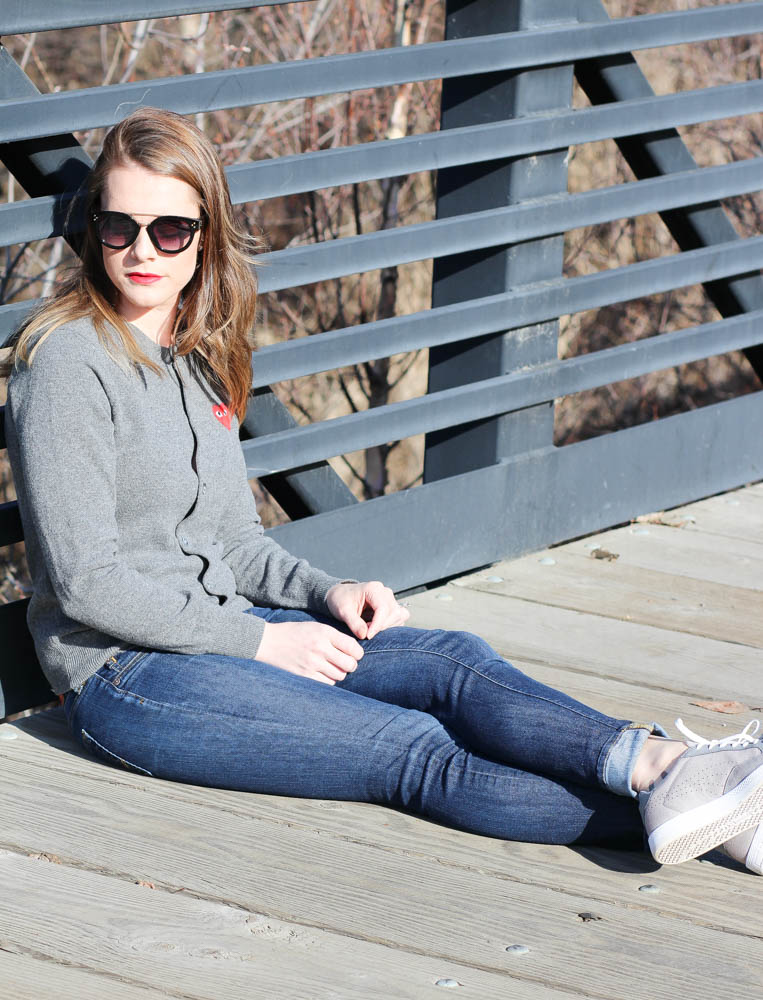 casual chic sweater outfit