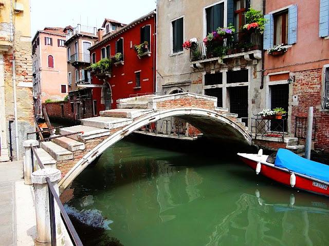 Za vstup do Benátek zaplatíte už letos! Vše co potřebujete vědět, zažijte benátky jako místní, benátky průvodce, kam v benátkách, co vidět v benátkách, benátky památky, benátky historie, kde se najíst v benátkách,
