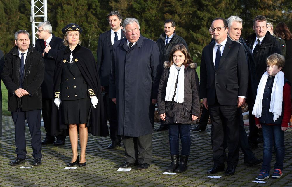 le comte provincial est plus petit que le monarque républicain 9b819cb6acf