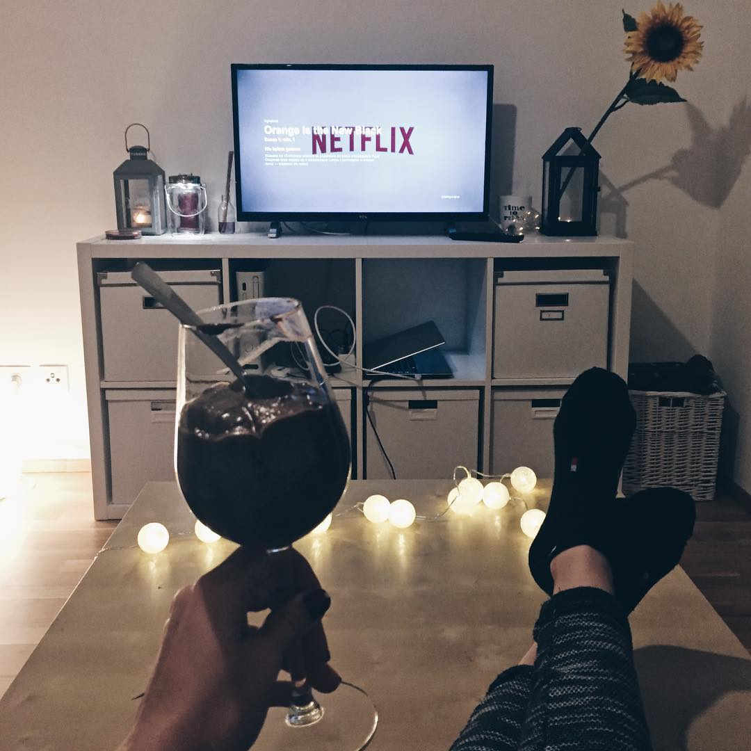 netflix, netflix and chill, cozy watching, breaking bad, serial breaking bad, przytulne mieszkanie, thedailywonders, blog lifestyle