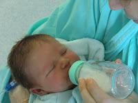 il peut surchauffer le lait et brûler le bébé