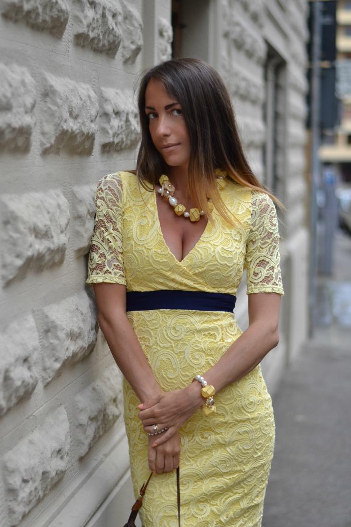abito giallo midi
