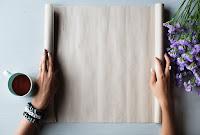 Papel de pergamino en blanco abierto