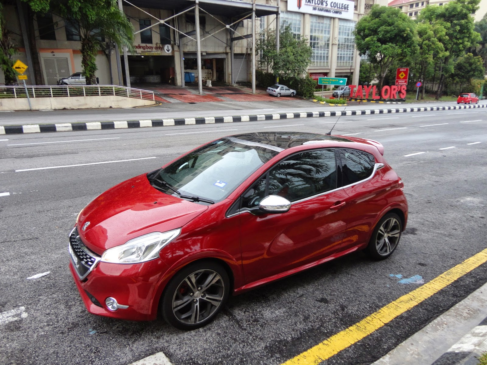 motoring malaysia tested peugeot 208 gti a car worthy of its gti badge. Black Bedroom Furniture Sets. Home Design Ideas