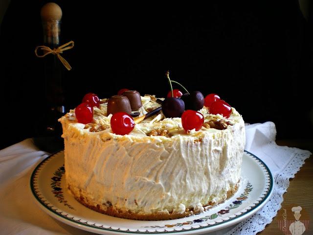 Pastel frío de cerezas con chocolate blanco y dos quesos {Sin horno}