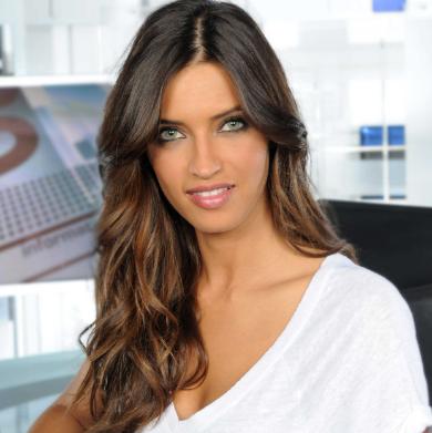 Sara Carbonero WAGS Tercantik dan Seksi Tahun 2016