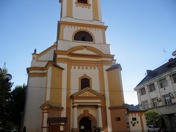 Берегово. Площадь Кошута. Реформатская церковь.