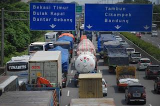 Luhut Minta Proyek di Jakarta-Cikampek Jalan Terus Meski Bikin Macet