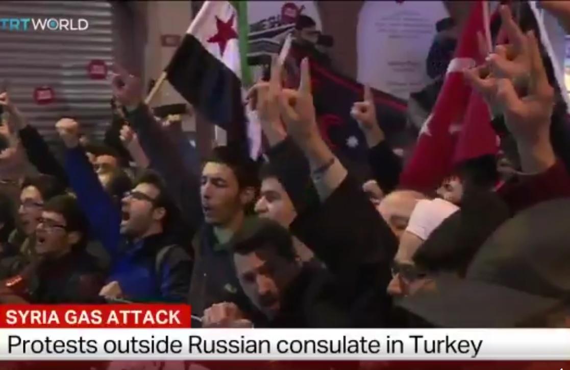 Pekik Takbir Getarkan Konsulat Rusia di Istanbul