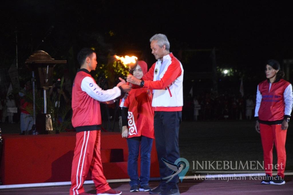 Peraih Emas Asian Games Nyalakan Kaldron Porprov Jateng di Solo