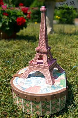 3d paper Eiffel tower.
