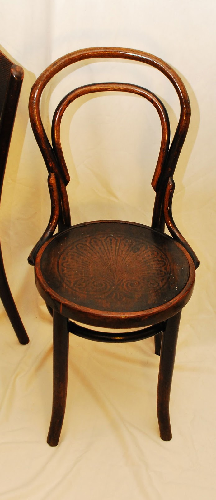 Tribute 20th Decor: Authentic Thonet Bentwood Chairs