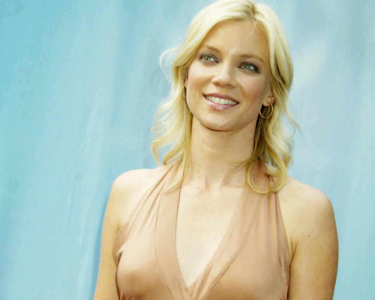 Amy Samrt Nude 55