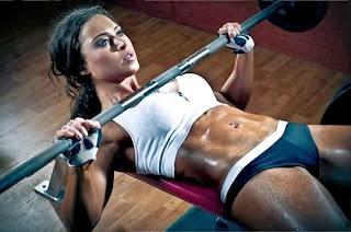 Press banco barra mujer pecho masa muscular