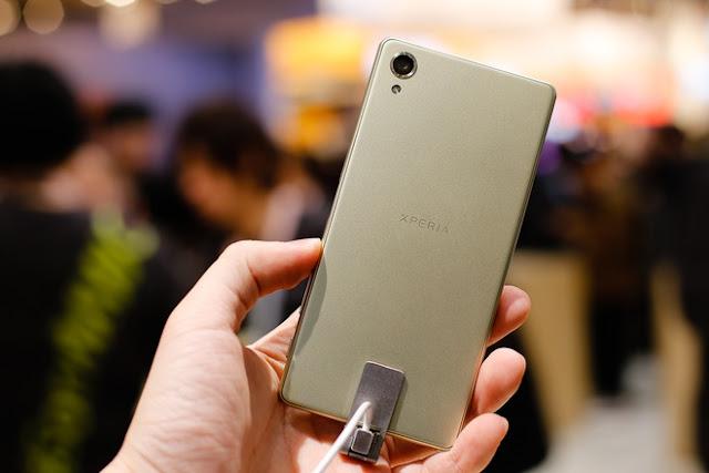 Mat-sau-Sony-Xperia-X
