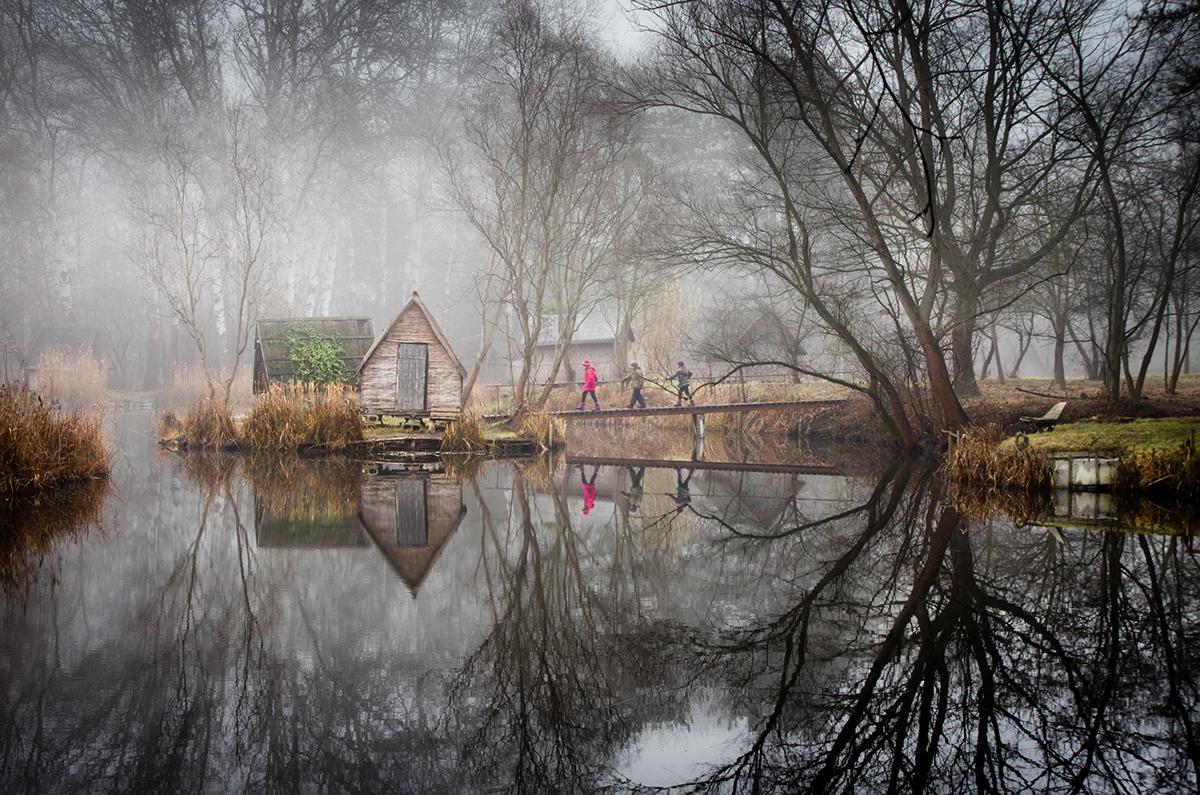 09-Viktor Egyed-Photographs-of-the-Enchanted-Fishing-Village-www-designstack-co
