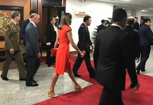 Queen Letizia arrived at Las Américas International Airport in Republic of Dominica. Letizia wore Prada pumps and carried Angel Schlesser clutch