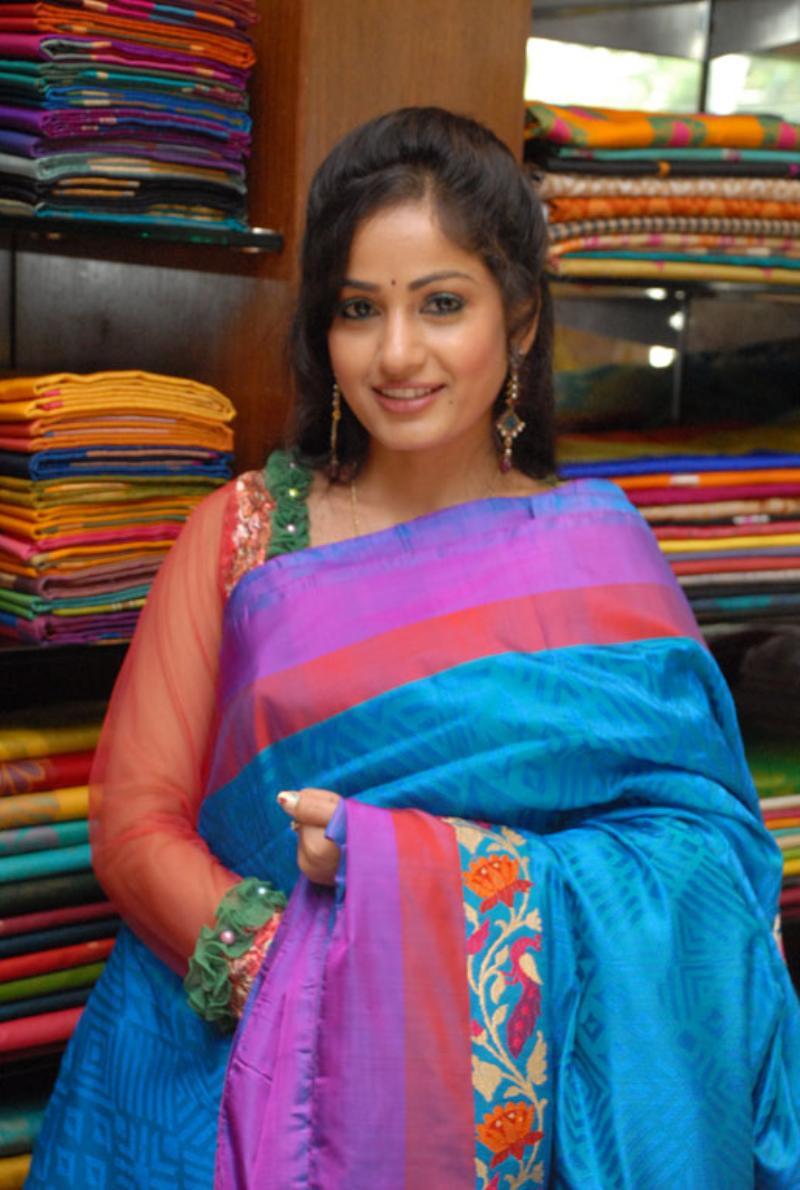 Beautiful Bellary Girl Madhavi Latha Photos In Transparent Blue Saree (7)