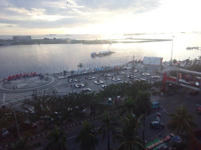 Pantai Losari dari Lantai 7 Hotel Aryaduta