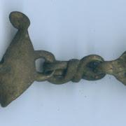 Учёные нашли на Троицком раскопе уникальную подвеску в виде утиной лапки