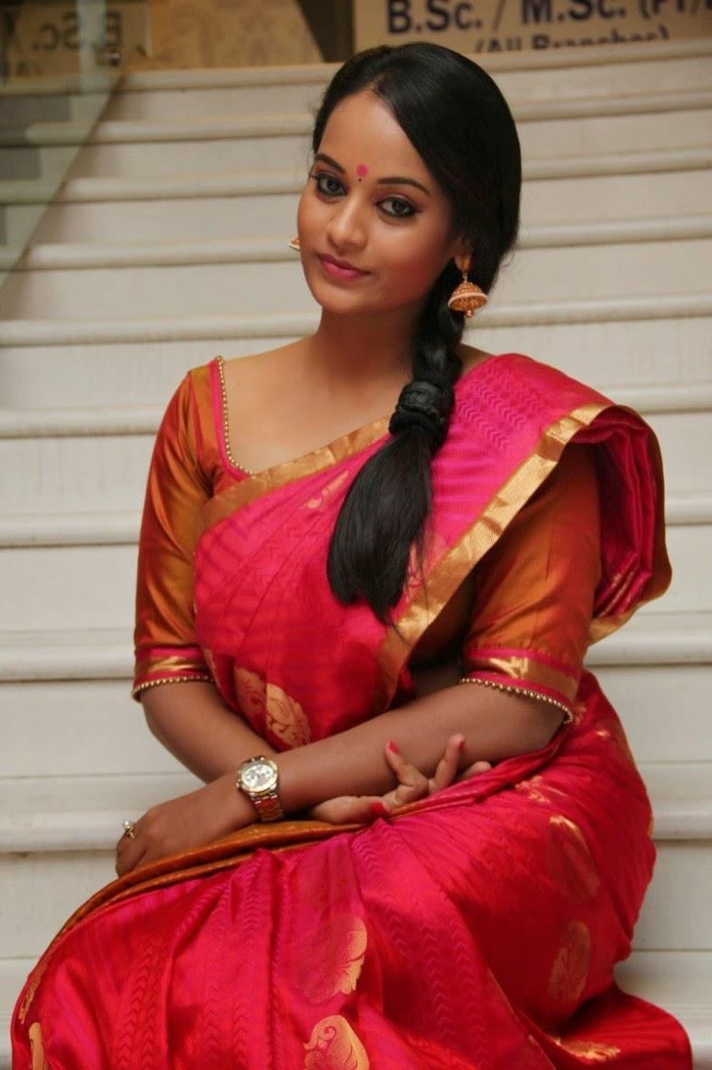 BiggBossTamil Actress SujaVarunee Latest Images In Saree