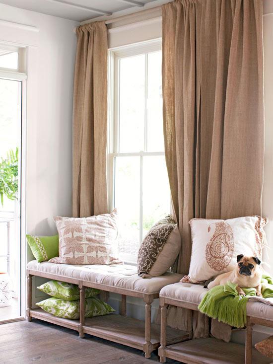 Come arredare con stile gli spazi pi scomodi di casa tua home staging italia - Panca sotto finestra ...