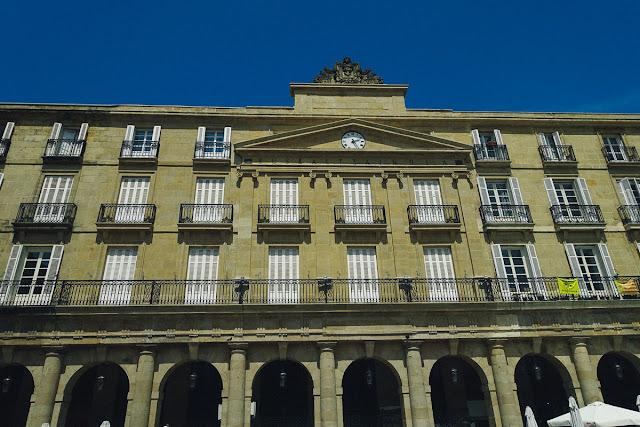 ヌエバ広場(Plaza Nueva)