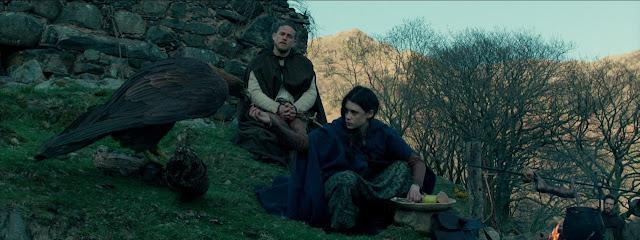 Charlie Hunnam (Arthur) et Àstrid Bergès-Frisbey (Le Mage) dans Le Roi Arthur : La légende d'Excalibur