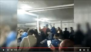 Enquanto balsa afunda, passageira coloca música do Titanic