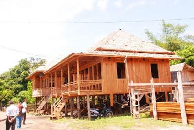 Bangunan Rumah Adat Sumatera Selatan