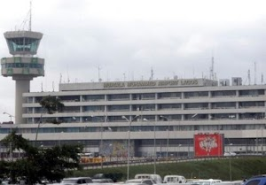 See How Security Guard At Lagos Airport Absconded With Passengers' N83m