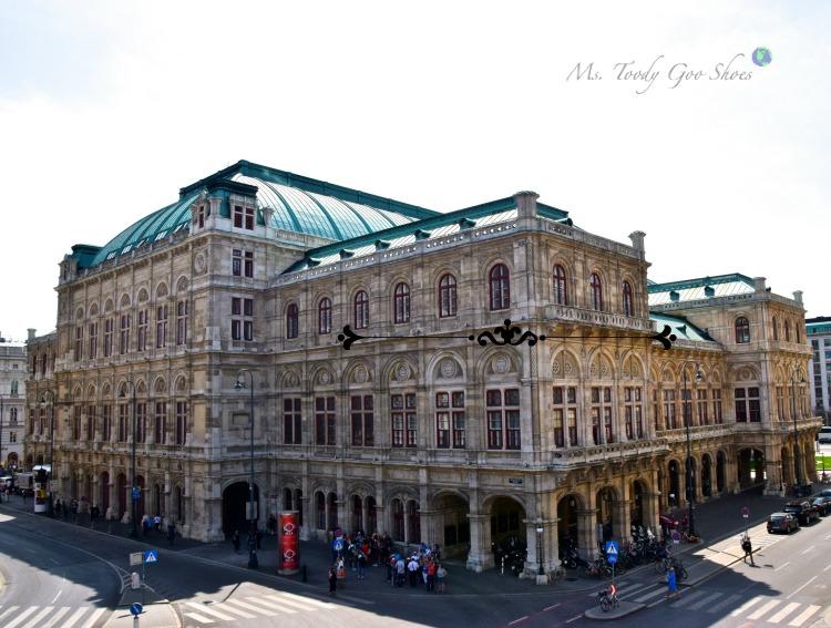 Vienna State Opera: Vienna's old town intoxicates visitors with its grandiose architecture! | Ms. Toody Goo Shoes #vienna #viennastateopera #austria #danuberivercruise