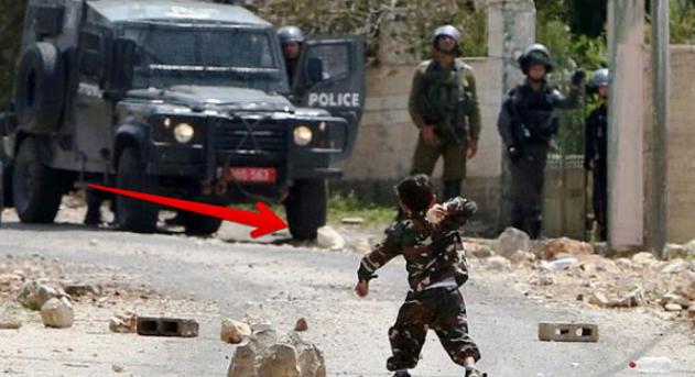 Subhanallah..!!! Dipaksa sujud oleh tentara israel, jawaban bocah palestina ini : saya sujud hanya pada Allah SWT.. {Mohon Bantu Sebarkan Untuk Renungan Kita Semua}
