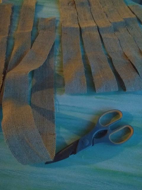 Φτιάχνουμε κουρτίνες από λινάτσα.
