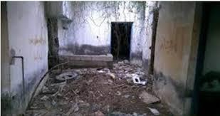 ظهرت رائحة كريهة من بيت مهجور وعندما دخلوا البيت كانت المفاجاة الصادمة