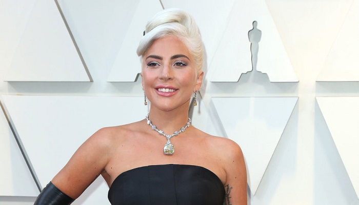 Η Lady Gaga έβρισε τους θαυμαστές της όταν τη ρώτησαν που είναι ο Bradley Cooper