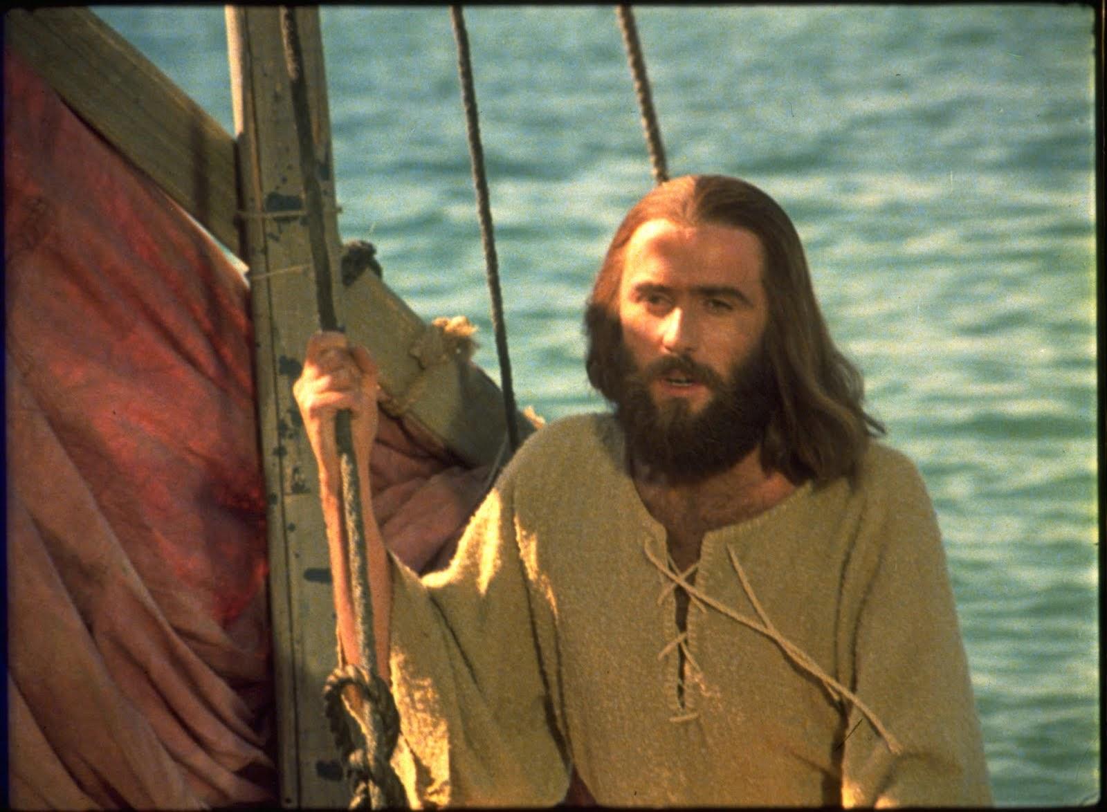 Resultado de imagem para JESUS ENSINA NA BARCA