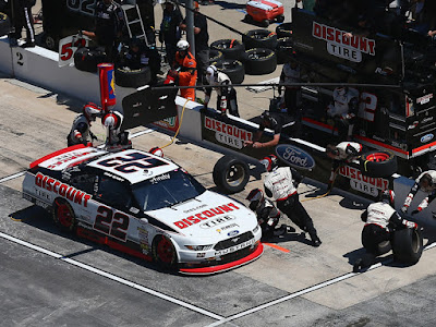 Erik Jones gained two seconds over Ryan Blaney on his final trip to pit road - #NASCAR