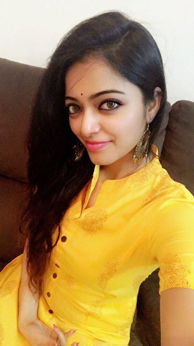 Actress JananiIyer Latest HD Images In Saree