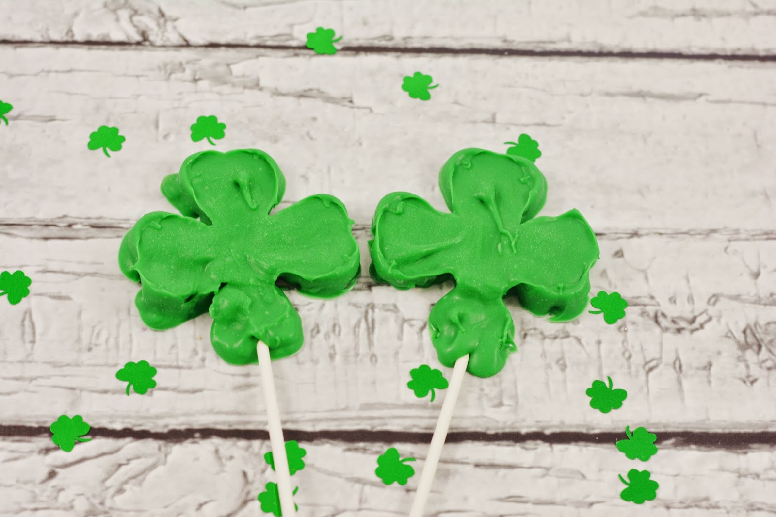 Shamrock candy pops