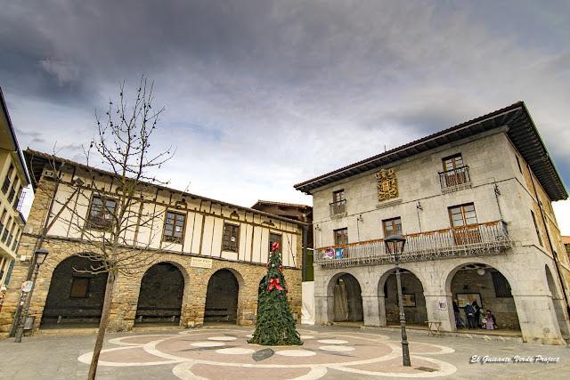 Orozko, Plaza Mayor y Ayuntamiento por El Guisante Verde Project