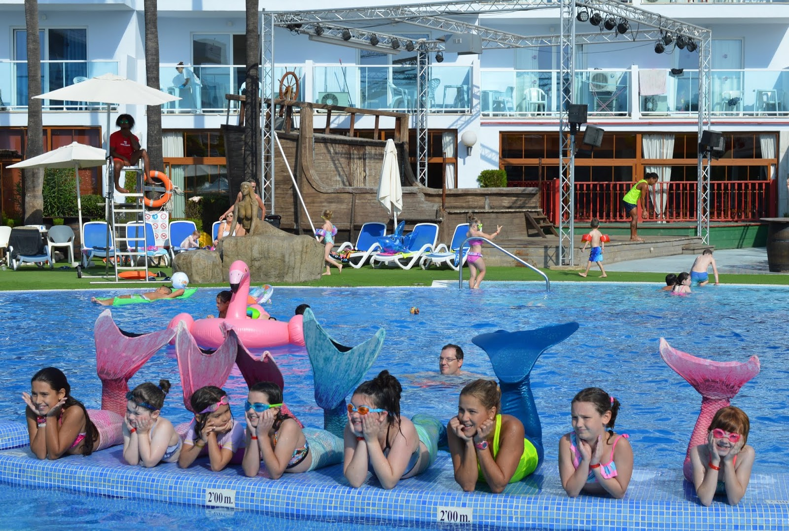 Pirate Swimming Pools and Mermaid Lessons at Pirates Village, Majorca - mermaids posing