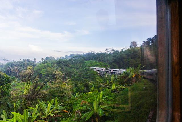 pemandangan dari kereta api dari jakarta ke bandung