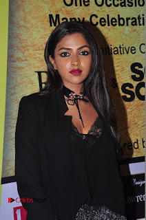 Actress Amala Paul Stills in Black Dress at South Scope Lifestyle Awards 2016 Red Carpet  0004.JPG