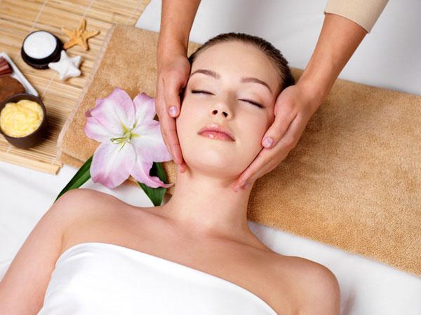Cách điều trị viêm xoang, viêm mũi dị ứng bằng các động tác massage và đắp nước nóng