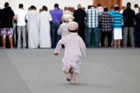 bab tarbiyah: Ajaklah anakmu ke mesjid.