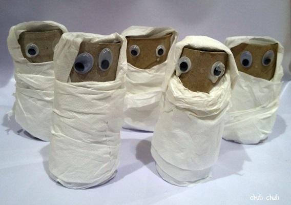 rollos de papel convertidos en momias terrorificas para regalar