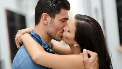 5 tips για να φιλάς τέλεια