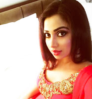 Shreya Ghosal Photos at Dhaka Live Concert TollywoodBlog